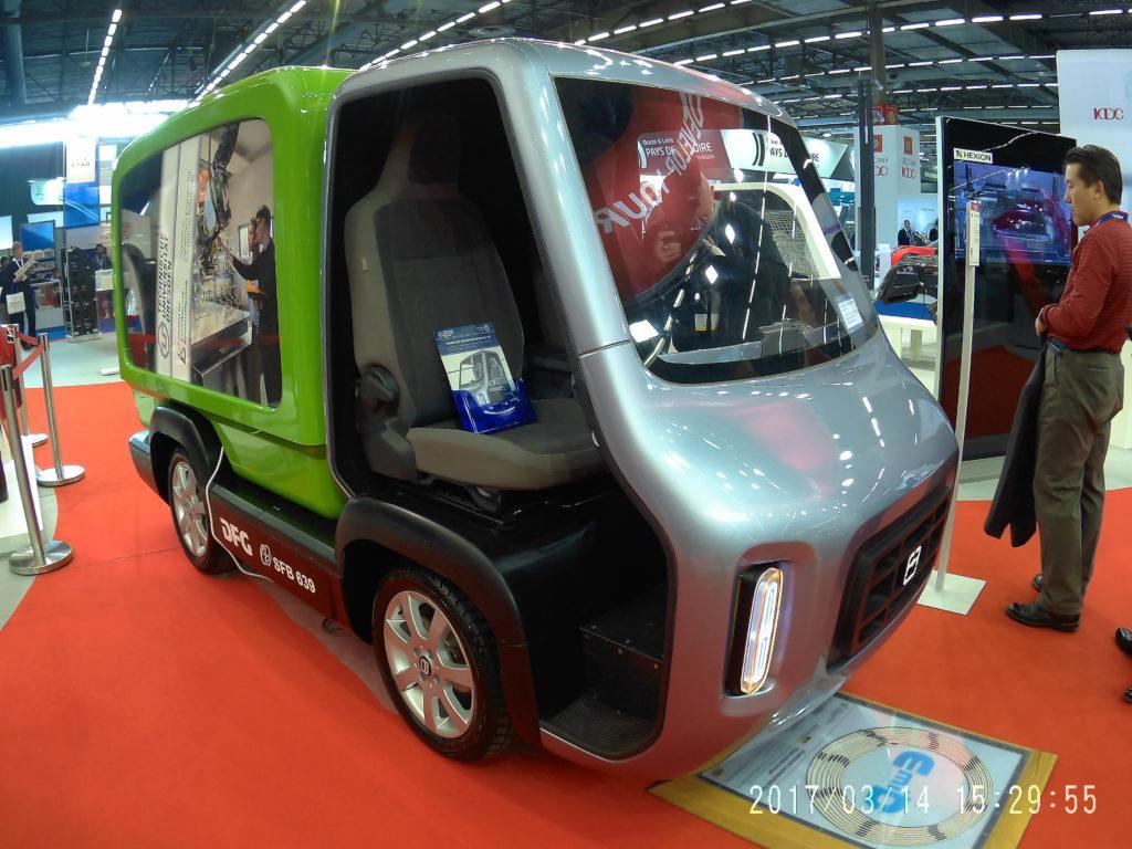 dostawczy samochód kompozytowy wykonany z kompozytu termplastycznego wzmocnionego włóknem szklanym metodą prasowania